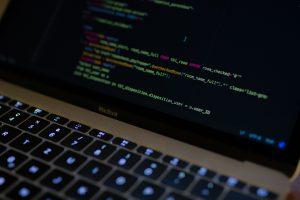 異常検知とビジネスレポートのための高度なSQLクエリ